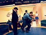 Gugu brinca com o também apresentador Ratinho, nos estúdios da TV Record, em São Paulo