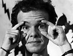 Ainda conhecido quase somente pelo papel de repórter irreverente, Marcelo Tas posava para este retrato, o qual ilustraria matéria da Folha, intitulada