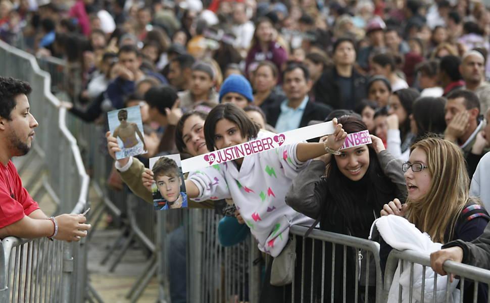Fila de fãs para comprar ingressos de Justin Bieber