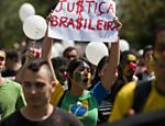 Manifestantes tomam a avenida Paulista, em São Paulo, para protestar contra a corrupção no país  <a href=