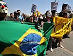 Marcha contra a Corrupção, movimento que ocorre paralelamente ao desfile de 7 de Setembro, reúne milhares de pessoas em Brasília   <a href=
