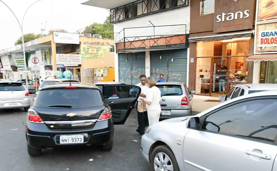 Mulher de ministro usa motorista da Câmara