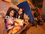 Fãs de Justin Bieber acampam em frente a portão do estádio do Morumbi, onde o cantor canadense se apresentará nos dias 8 e 9 de outubro