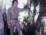 Silvio Santos posa para fotos na década de 70