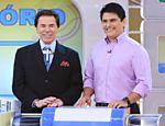 Os apresentadores Silvio Santos (à esq.) e César Filho durante programa do canal SBT