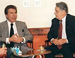 O empresário e apresentador Silvio Santos recebe a visita de Fernando Henrique Cardoso