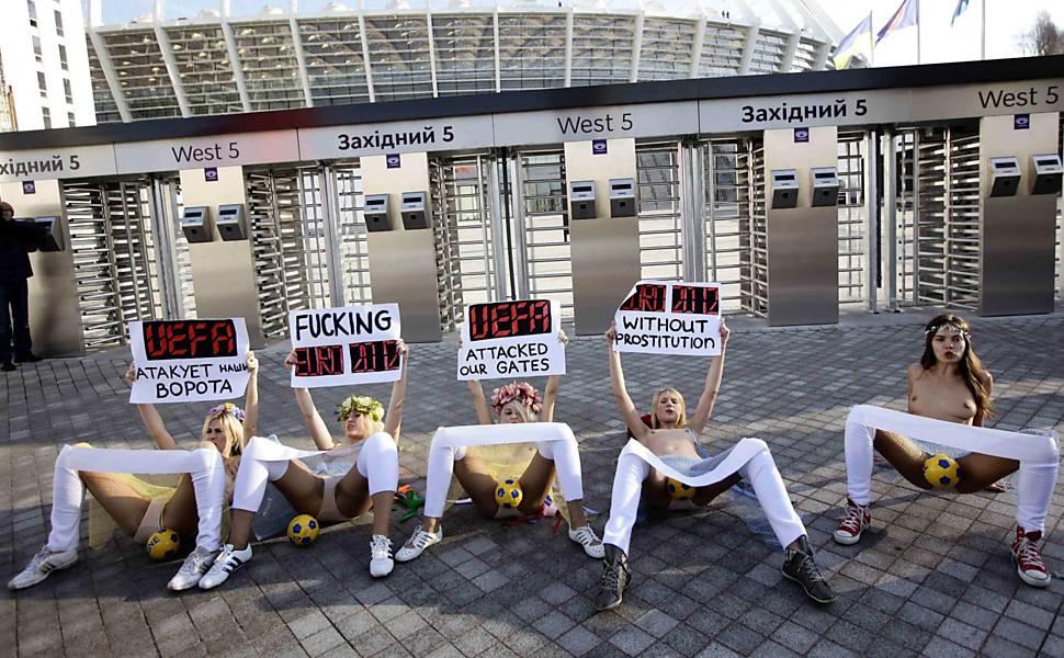 Ativistas ucranianas protestam em Kiev