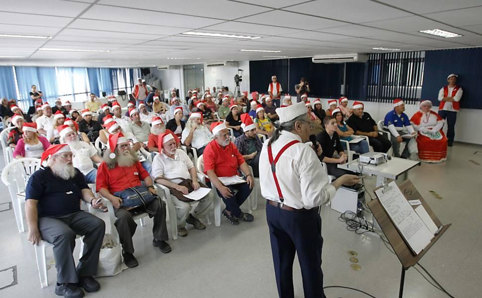 Candidatos disputam vaga para Papai Noel