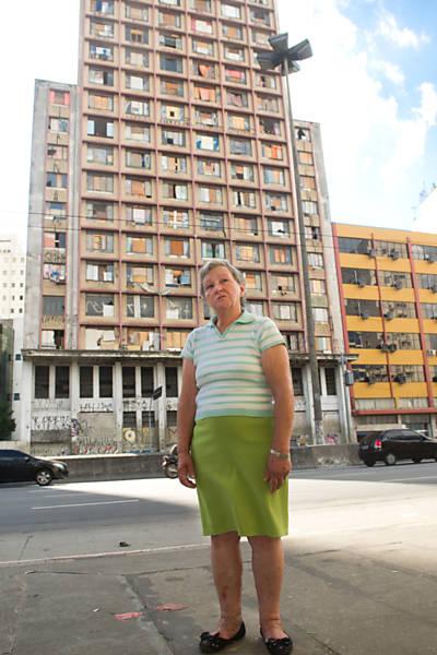 Mulher busca nora grávida pelas ruas da cracolândia