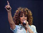 Rihanna se apresenta no V Music Festival no Hylands Park, Chelmsford, Inglaterra