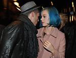 Katy Perry e o modelo francês Baptiste Giabiconi deixam o hotel Plazza Athenee, em Paris