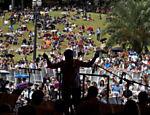 Paulistanos conferiram apresentação gratuita da Osesp no Parque da Independência, em SP