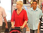 Aos 48 anos, Xuxa com seu cachorrinho em Shopping da Barra da Tijuca em novembro passado