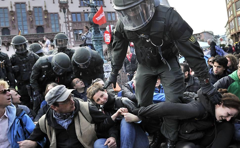 Ativistas alemães protestam contra o capitalismo