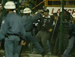 A derrota para os argentinos em 2006 desencadeou uma das confusões mais célebres do futebol brasileiro. Torcedores corintianos se revoltaram com a derrota e tentaram invadir o gramado do Pacaembu. Eles chegaram a derrubar o portão que dá acesso ao campo, mas um grupo pequeno de policiais militares conseguiram conter a invasão. O jogo foi encerrado aos 40 minutos do segundo tempo