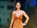 Desfilando para a grife Frankie e Amauri na 4ª Semana Barrashoping de Moda, em 1997