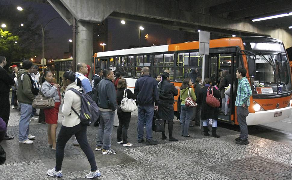 Com greve no metrô, SP tem recorde no trânsito e protesto