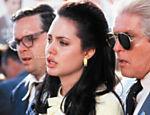 Angelina Jolie em cena do filme para televisão