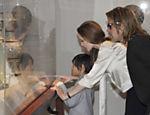 Angelina Jolie, Pax e Brad Pitt no Los Angeles County Museum of Art