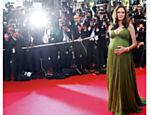 Grávida, durante passagem pelo tapete vermelho do Festival de Cannes, na França