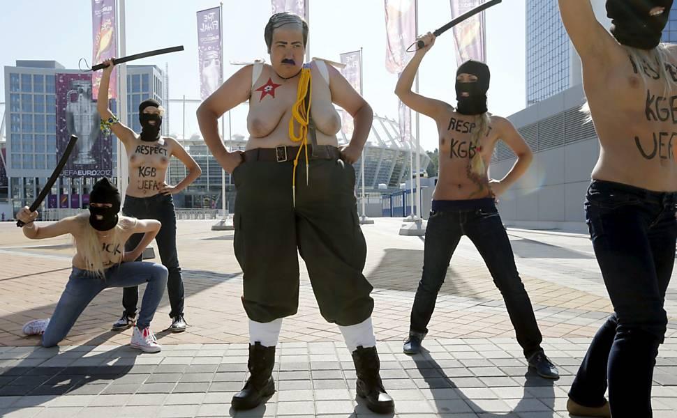 Ativistas protestam em Kiev (Ucrânia)