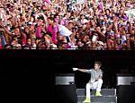 O popstar Justin Bieber durante show ao ar livre na Cidade do México <a href=
