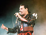 Freddie Mercury, vocalista do grupo inglês Queen, que  morreu em decorrência da Aids em 1991