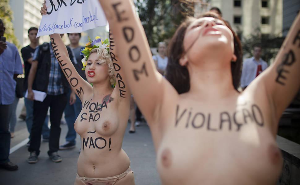 Femen protesta a favor do parto em casa