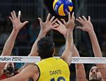 Dante tenta passar por barreira russa na final da Olimpíada de Londres <a href=