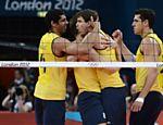 Jogadores do Brasil comemoram ponto sobre a Rússia na final dos Jogos de Londres <a href=