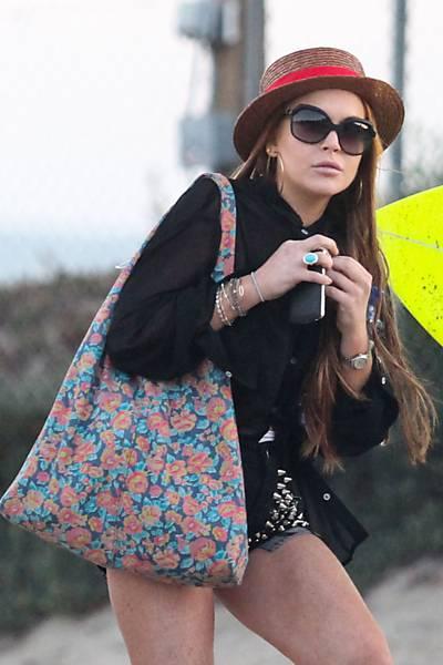 Lindsay Lohan é vista em praia