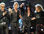 A partir da esq., Matt Sorum, Duff McKagan, Slash e Steven Adler, após o Guns N' Roses ser incluído no Hall da Fama, em Cleveland (EUA) <a href=