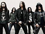 O guitarrista Slash e a banda The Conspirators <a href=