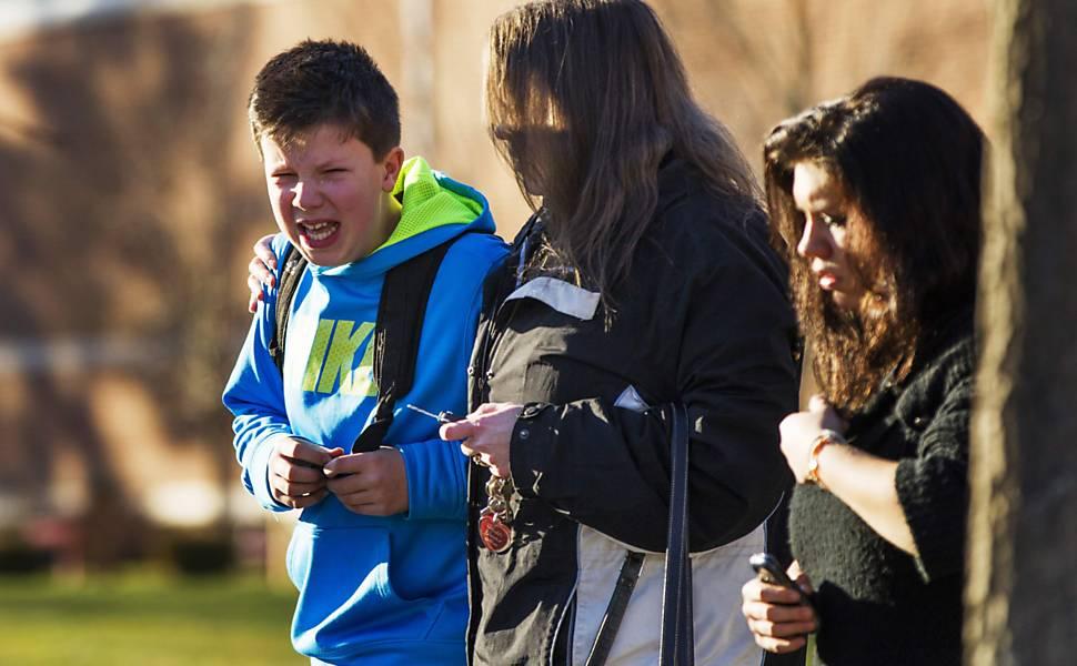 Atirador invade escola em Sandy Hook, nos EUA