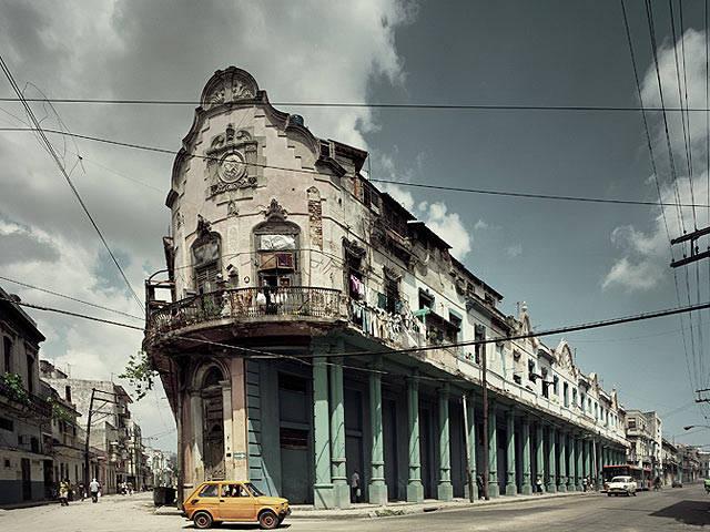 Fotógrafo registra beleza e decadência de prédios em Havana