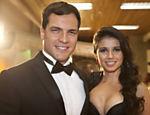 Paula Fernandes posa com o ator e cantor Daniel Boaventura nos bastidores do programa de Hebe Camargo na RedeTV!, em março de 2011