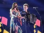 Em festa de premiação do canal pago Multishow, em setembro de 2012, a cantora mineira se apresenta com Michel Teló