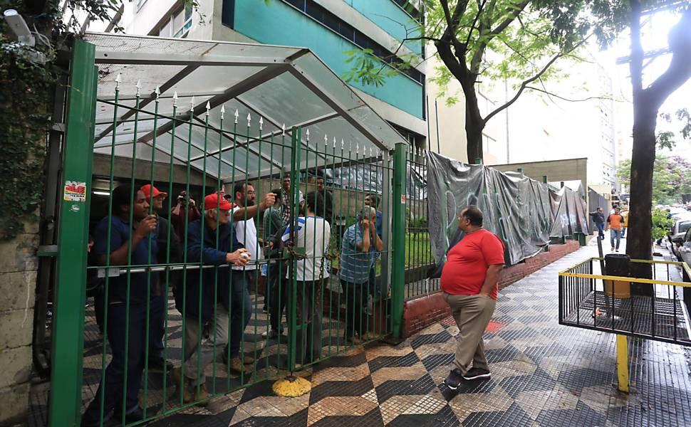 Famílias invadem sede do Incra em SP