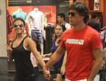 Paula Fernandes passeia com o namorado em shopping do Rio de Janeiro