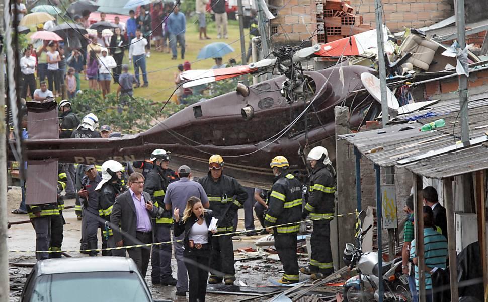 Helicóptero cai em São Paulo