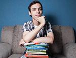 O jovem escritor João Paulo Hergesel, 20, premiado em diversos concursos de literatura