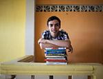 João Paulo Hergesel, jovem de 20 anos, que participou de vários concursos de literatura