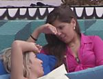 Fernanda e Andressa conversam sobre os namorados