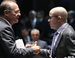 Demostenes Torres e Renan Calheiros durante da votação no Senado da Resolução 72 que trata da guerra fiscal entre os estados