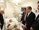 Parlamentares visitam o senador José Sarney em hospital em São Paulo