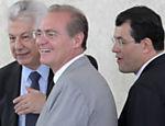 Deputado Arlindo Chinaglia e os senadores Eduardo Braga e Renan Calheiros participam no Palácio do Planalto da cerimônia de posse de Pepe Vargas como ministro do Desenvolvimento Agrário
