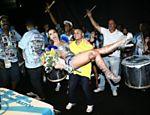 Sabrina Sato comemora aniversário em ritmo de carnaval