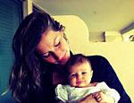 Gisele Bündchen com a pequena Vivian de 2 meses