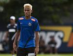 Neymar exibe novo corte de cabelo durante treino do Santos