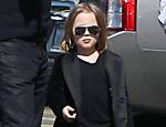 Angelina Jolie e Brad Pitt passeia com os filhos